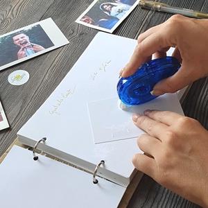 kétoldalú ragasztó roller, kreatív ragasztó, polaroid fotó, fotó vendégkönyv, fotóalbum, polaroid album, emlékkönyv, Esküvő, Esküvői dekoráció, Otthon & lakás, Naptár, képeslap, album, Fotó, grafika, rajz, illusztráció, Fotók beragsztásához alkalmas könnyen használható kétoldalú ragasztó roller.\n\nFotó albumjainkhoz, ve..., Meska