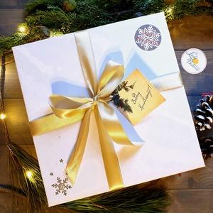 KARÁCSONYI CSOMAG, Egyedi naptár, könyvjelző, 2020 naptár, Karácsonyi Kép, Adventi Képeslap, ajándékkísérő, névreszóló, Otthon & Lakás, Karácsonyi képeslap, Karácsony & Mikulás, TELJES KARÁCSONYI CSOMAG:  DOBOZ TARTALMA:  * Egyedi borítású 2020-as Naptár: kényelmesen táskában h..., Meska