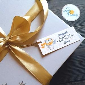 Egyedi Karácsonyi Ajándékkísérő, névreszóló, bagoly, madár, Adventi Kártya,Ünnepi, kiskártya, ajándékkártya, Karácsonyi képeslap, Karácsony & Mikulás, Fotó, grafika, rajz, illusztráció, Mindenmás, Egyedi névreszóló Ajándékkísérő\n\nEGYEDI NÉVRESZÓLÓ : \nVásárláskor add meg a kívánt nevet/neveket rá,..., Meska