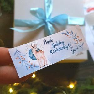 MATRICA, 14db, egyedi, névreszóló, szarvas, őz, címke, Karácsonyi Ajándékkísérő, cédula, vignetta, levonó, sticker, Karácsonyi képeslap, Karácsony & Mikulás, Otthon & Lakás, Fotó, grafika, rajz, illusztráció, Mindenmás, 14db Egyedi Karácsonyi Téglalap Matrica\n\nMATRICA KIVITELEZÉSE:\n* A4-es matrica lapon\n* Könnyen lehúz..., Meska