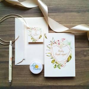 Anyák napi Képeslap, Kísérőkártyával együtt, Anyának, Anya lap, Anyák napja, virágos üdvözlőlap, Anyáknapi ajándék, AL7, Képeslap & Levélpapír, Papír írószer, Otthon & Lakás, Fotó, grafika, rajz, illusztráció, Mindenmás, Anyák napi Képeslap\n\n* Kinyithatós képeslap: méret: kb. A6\n* Belül üres\n* Papír: 250g-os művészpapír..., Meska