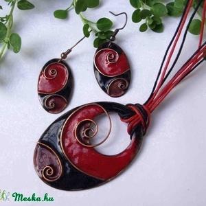 piros - fekete cirbolya tűzzománc nyaklánc és fülbevaló, Ékszer, Nyaklánc, Medál, Ékszerkészítés, Tűzzománc, Erőteljes piros és fekete indás, spirálos díszítésű egyedi fülbevaló pár és nyaklánc, rekeszzománc e..., Meska
