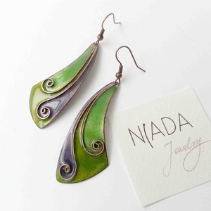 Lila - zöld cirbolya tűzzománc fülbevaló, Ékszer, Fülbevaló, Ékszerkészítés, Tűzzománc, Lila - zöld színű, indás, spirálos díszítésű egyedi fülbevaló pár, rekeszzománc eljárással készítve...., Meska