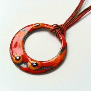 Narancs - piros virágos karika tűzzománc nyaklánc, narancssárga piros medál, születésnapi ajándék, Ékszer, Nyaklánc, Ékszerkészítés, Tűzzománc, Narancs és piros színű egyedi kézzelkészült tűzzománc nyaklánc kis muránói üveg millefiori gyöngyökk..., Meska