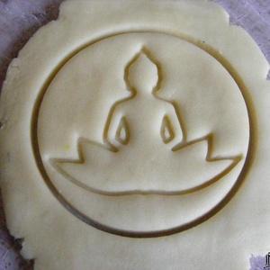 Buddha sütikiszúró, Egyéb, Férfiaknak, Konyhafőnök kellékei, Mindenmás, Mézeskalácssütés, Saját tervezésű és 3D-nyomtatású  süteménykiszúró forma.\n\nGautama Sziddhártha, Gautama Buddha, Sákja..., Meska
