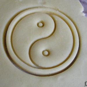 Tai Ji (Yin és Yang) szimbólum sütikiszúró, Otthon & Lakás, Konyhafelszerelés, Sütikiszúró, Saját tervezésű és 3D-nyomtatású  süteménykiszúró forma.  A jin és jang (egyszerűsített kínai: 阴阳; h..., Meska