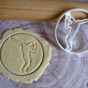 Táncosok sütikiszúró, Otthon & Lakás, Sütikiszúró, Konyhafelszerelés, Saját tervezésű és 3D-nyomtatású  süteménykiszúró forma.   Átmérőjük  8 cm.  Anyaga: környezetbarát ..., Meska