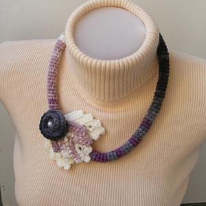 Horgolt nyaklánc lila-szürke-fehér színekben (Lintu) - Meska.hu