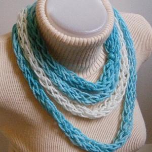 Téli nyaklánc türkiz színekben  (Lintu) - Meska.hu