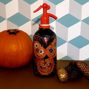 Festett retro szódásüveg Halloween dekoráció (1), Otthon & Lakás, Dekoráció, Dísztárgy, Decoupage, transzfer és szalvétatechnika, Decoupage technikával dekorált, festett és lakkozott üveg, Halloween-ra dekorációnak.\n31 cm magas\n\nS..., Meska