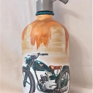 Festett Retro szódásüveg, motor, Otthon & Lakás, Dekoráció, Dísztárgy, Decoupage technikával és festéssel dekorált szódásüveg. 31 cm magas, kb 2 kg , Meska