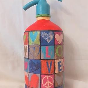 Festett Retro szódásüveg, Love Peace, Otthon & Lakás, Dekoráció, Dísztárgy, Decoupage technikával és festéssel dekorált szódásüveg. 31 cm magas, kb 2 kg , Meska