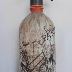 Festett Retro szódásüveg, Kerékpár Párizs, Otthon & Lakás, Dekoráció, Dísztárgy, Decoupage, transzfer és szalvétatechnika, Festett tárgyak, Decoupage technikával és festéssel dekorált szódásüveg.\n31 cm magas, kb 2 kg\n, Meska