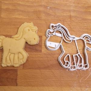 Ló süteménykiszúró, csikó, lovacska, paci - Állatos sütemény kiszúró forma, Otthon & Lakás, Sütikiszúró, Konyhafelszerelés, Állatos sorozatunk következő tagja: csikót formázó sütemény kiszúrót / szaggatót is készítettünk, ar..., Meska