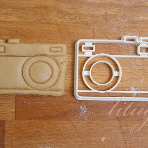 Fényképezőgép süteménykiszúró, mézeskalács szaggató forma, Otthon & Lakás, Sütikiszúró, Konyhafelszerelés, Egyszerű fényképezőgépet formázó sütemény kiszúró / szaggató, keksz forma.   6 cm magas x 8 cm széle..., Meska