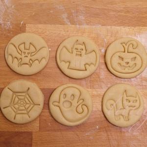 Szettben (6db)  - Halloween sütemény linzer keksz kiszúró forma, Otthon & Lakás, Sütikiszúró, Konyhafelszerelés, A közelgő Halloween alkalmából készítettük ezeket a mókás sütemény linzer keksz kiszúró / szaggató f..., Meska