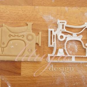 Varrógép süteménykiszúró forma - mézeskalács forma, Otthon & Lakás, Sütikiszúró, Konyhafelszerelés, Régi varrógépet formázó sütemény kiszúró formát készítettünk a varrás szerelmeseinek, saját rajzunk ..., Meska