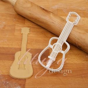 Gitár, akusztikus gitár sütemény kiszúró forma - Járművek, Otthon & Lakás, Sütikiszúró, Konyhafelszerelés, Gitárt formázó sütemény kiszúró / szaggató forma.    Kb. 4,5 cm széles x 12 cm magas.  A siker érdek..., Meska