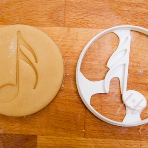 Hangjegy sütemény kiszúró forma - Járművek, Otthon & Lakás, Sütikiszúró, Konyhafelszerelés, Hangjegyet formázó sütemény kiszúró / szaggató forma.    8 cm átmérőjű    Az ár 1 darab formára vona..., Meska