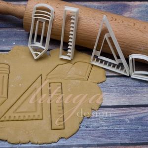 Irány a suli! (1) sütemény linzer keksz kiszúró forma - mézeskalács forma, Otthon & Lakás, Sütikiszúró, Konyhafelszerelés, Back to school! :) Iskolai témájú süteménykiszúró szett.   Nyitott könyv: 10 cm széles és 6 cm magas..., Meska
