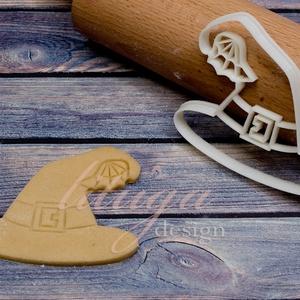Boszorkány kalap Halloween sütemény linzer keksz kiszúró forma, Otthon & Lakás, Sütikiszúró, Konyhafelszerelés, A közelgő Halloween alkalmából készítettük ezt a boszorkány kalapot formázó sütemény linzer keksz ki..., Meska