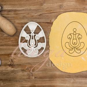 Matyó süteménykiszúró forma  - Tojás alakú matyós mintával, Otthon & Lakás, Sütikiszúró, Konyhafelszerelés, Húsvétra készült tojásformájú sütemény kiszúró / szaggató, melynek közepébe matyó ihletésű virágform..., Meska