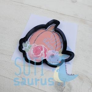 Virágos sütőtök (1) őszi sütemény keksz linzer mézeskalács kiszúró forma, Sütikiszúró, Konyhafelszerelés, Otthon & Lakás, Fotó, grafika, rajz, illusztráció, Mindenmás, Tököt formázó kekszkiszúró virágokkal az alján, mézeskalács kiszúró/szaggató forma. \n\nKét méretben r..., Meska