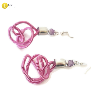 Ezüst, rózsaszín, egyedi, kézműves, fém, csavart fülbevaló, Ékszer, Fülbevaló, Ékszerkészítés, A fém szállal tekert kollekció fülbevalója. \n\nA színes, fém szálak csak úgy világítanak .  <3\n\nHossz..., Meska