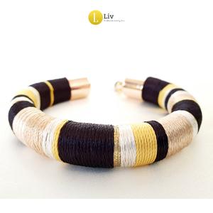Fekete, sárga, bézs színű, egyedi, kézműves selyem karkötő  (LiveJewelry) - Meska.hu