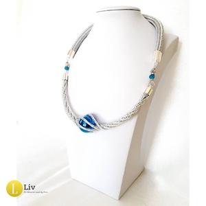 Ezüst, kék, egyedi, kézműves, fém, design nyaklánc - Liv Ékszerek, Liv, Ékszer, Nyaklánc, Ékszerkészítés, Egy teljesen új formában alakítottam ki ezt a láncot. \n\nA magasfényű fém szálakból sodort lánc közep..., Meska