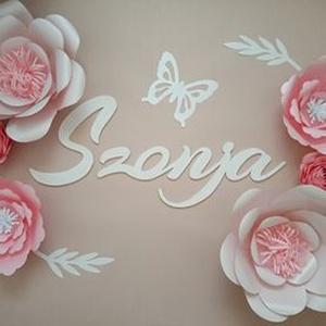 6 virágos szett fa dekornév, dekorbetű, felirat fényes papírvirággal, babanév, babaszoba dekoráció - Meska.hu