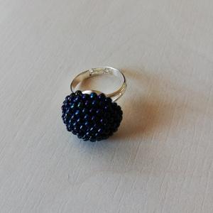 Írisz kék gyűrű , Gyöngyös gyűrű, Gyűrű, Ékszer, Gyöngyfűzés, gyöngyhímzés, Horgolás, Írisz kék japán kásagyönggyel horgoltam körbe egy 12 mm-es üveglencsét, amit azután nikkelmentes fém..., Meska