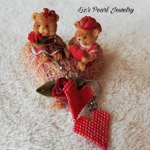 Piros szíves gyöngy fülbevaló, Valentin nap, Ékszer, Fülbevaló, Lógós fülbevaló, Gyöngyfűzés, gyöngyhímzés, Ékszerkészítés, Piros szív, a szerelem jele. Viseld magadon, a füledben. \n\nPiros, minőségi japán gyöngyből fűztem a ..., Meska