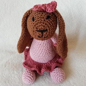 Horgolt húsvéti nyuszi kislány, Játék & Gyerek, Plüssállat & Játékfigura, Nyuszi, Horgolás, Hosszú fülű kislány nyuszi, csinos antik rózsaszín ruhában.\n\n100 % pamutfonalból horgolt nyuszi hímz..., Meska