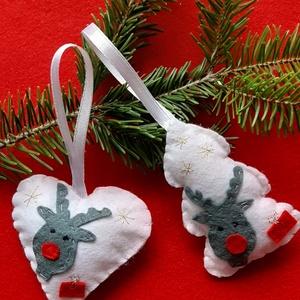 Rénszarvasos filc karácsonyfa dísz, Karácsonyfadísz, Karácsony & Mikulás, Otthon & Lakás, Varrás, Rénszarvasos karácsonyfa dísz\n\nKézzel varrtam rá a rénszarvas fejeket a szívre és a fára, arany szín..., Meska