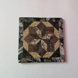 Edény alátét gránitból, Otthon & Lakás, Dekoráció, Asztaldísz, Kőfaragás, Mozaik, Edény alátét gránitból.\n32 db különféle méretű és formájú idomból ragasztva. 6 féle színű gránitból ..., Meska