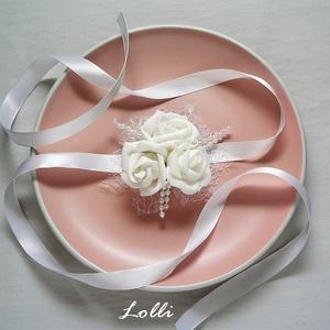 Hófehér csuklódísz, Esküvő, Hajdísz, ruhadísz, Esküvői csokor, Esküvői ékszer, Habrózsából készítettem ezt az elegáns hófehér csuklódíszt. Átmérője 8cm  Nagyobb lányoknak, felnőtt..., Meska