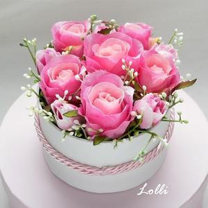 Pink rózsás virágdoboz, virágbox, rózsabox, Esküvő, Otthon & lakás, Esküvői csokor, Lakberendezés, Meghívó, ültetőkártya, köszönőajándék, Asztaldísz, Virágkötés, Lepd meg szeretteidet ezzel a mini romantikus virágdobozzal, melybe csodaszép prémium minőségű pink..., Meska