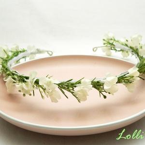 Fehér kisvirágos fejkoszorú esküvőre fotózáshoz, Esküvő, Hajdísz, ruhadísz, Táska, Divat & Szépség, Ruha, divat, Virágkötés, Finom kis fehér virágokkal díszített minimál fejkoszorú\nA képen látható darab hossza kb. 53 centimét..., Meska