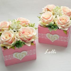 Rózsaszín rózsás szülőköszöntő ládikók párban, Esküvő, Meghívó, ültetőkártya, köszönőajándék, Otthon & lakás, Lakberendezés, Asztaldísz, Esküvői csokor, Virágkötés, 11x11x8cm méretű szülőköszöntő ládikók, \ncsipkével és filc szívekkel díszítve, rózsaszín rózsákkal d..., Meska