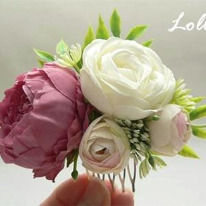 Mályva rózsás menyasszonyi fejdísz kontydísz, Esküvő, Fésűs hajdísz, Hajdísz, Egyedi selyemvirág fejdísz, mályva, és ekrü rózsával. A virágdísz befoglaló mérete a fésű nélkül: 10..., Meska