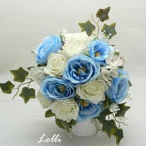 Kék-ekrü rózsás menyasszonyi örökcsokor, Menyasszonyi- és dobócsokor, Esküvő, Menyasszonyi- és dobócsokor, Virágkötés, Menyasszonyi örökcsokor, minőségi egyedi különleges\nvilágoskék és ekrü rózsákból kötve.\nA csokor mag..., Meska