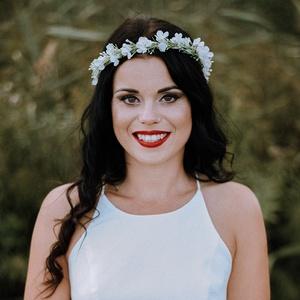 Fehér kisvirágos fejkoszorú esküvőre fotózáshoz, Esküvő, Hajdísz, Fejkoszorú, Finom kis fehér virágokkal díszített minimál fejkoszorú A képen látható darab hossza kb. 53 centimét..., Meska