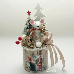 Karácsonyi egér asztaldísz, Otthon & Lakás, Karácsony & Mikulás, Karácsonyi dekoráció, Úgy néz ki mint egy kicsorduló habos kávé karácsony reggelire... :) Egérke, termések, zuzmó, hógolyó..., Meska