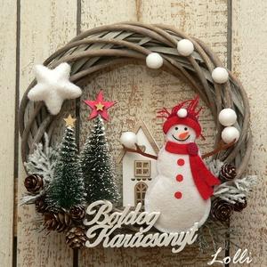Téli mese koszorú, Karácsony & Mikulás, Karácsonyi kopogtató, Téli mesekoszorú hógolyókkal zsonglőrködő hóemberrel.. :D  Egy 20cm szürkés vessző alapot  termésekk..., Meska