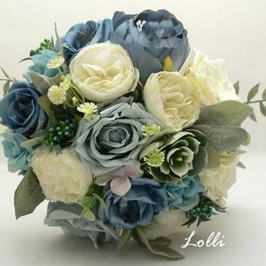 Kék-ekrü rózsás menyasszonyi örökcsokor, Esküvő, Menyasszonyi- és dobócsokor, Menyasszonyi- és dobócsokor, Menyasszonyi örökcsokor, minőségi egyedi különleges szürkéskék és ekrü rózsákból kötve. A csokor mag..., Meska