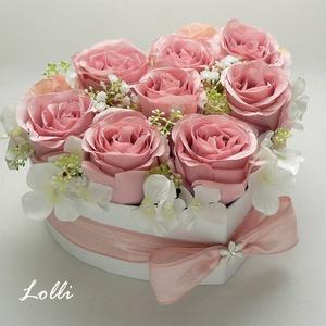 Púder rózsás szív virágdoboz - nagy, Esküvő, Emlék & Ajándék, Szülőköszöntő ajándék, Egy szív alakú virágdobozba csodaszép púderszín selyemrózsákat tettem, és egy ékkövesmasni díszíti a..., Meska