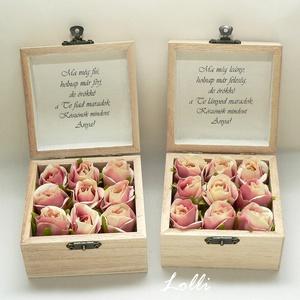 Szülőköszöntő mini virágdobozok párban, Esküvő, Emlék & Ajándék, Szülőköszöntő ajándék, Virágkötés, Decoupage, transzfer és szalvétatechnika, 9,5x9,5x6cm magas - méretű szülőköszöntő ládikók, \ntetejükön gyöngyházrózsaszín virág dombormintával..., Meska