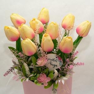 """Tulipán selyemvirágdoboz, Otthon & Lakás, Dekoráció, Asztaldísz, 11db teljesen élethű tulipán tavaszi hangulattal fűszerezve, """"Szeretlek Anya"""" feliratos táblával.. :..., Meska"""