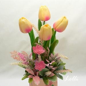 Tulipán selyemvirágdísz, Otthon & Lakás, Dekoráció, Asztaldísz, Teljesen élethű tulipán virágok tavaszi hangulattal fűszerezve.. :) A magassága a tulipánok tetejéig..., Meska